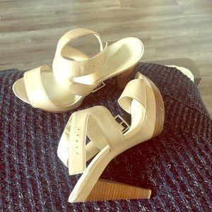 Levity high heels color nude!